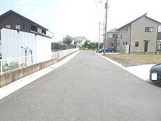 前面道路は約9.6mの公道です。