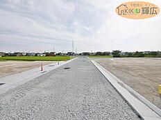 前面道路6mの開発分譲地です。