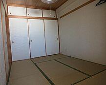 和室6帖は廊下側にも出入り口がありますので使いやすいかと思います。