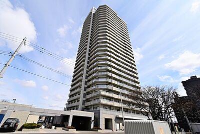 28階建てのタワー型マンションです,1SLDK,面積70.39m2,価格2,380万円,札幌市営東西線 バスセンター前駅 徒歩10分,JR函館本線 苗穂駅 徒歩5分,北海道札幌市中央区北一条東10丁目