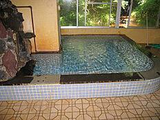 温泉大浴場は清掃時間以外は利用可能です。(敷地内に源泉所有)