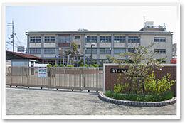 和歌山市立楠見小学校まで618m