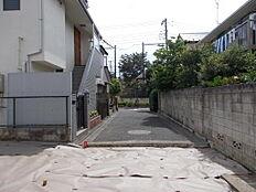 区立給田小学校前です。