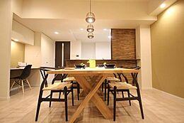 (THE CONRAN SHOP)の家具を使用した上質の住み心地。21.8帖の広々とした空間演出。そんな優しい時間がここでは流れてゆきます家族の笑顔が集まる空間。