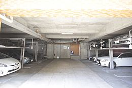 屋内駐車場は、風雪や直射日光から愛車を守ります。
