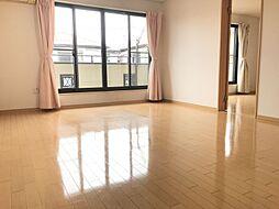 10.9帖の2階洋室は広々していて日当たりも良好主寝室としてお使いいただけます