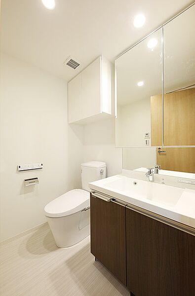 ルヴァン雪谷大塚の日々の生活に便利な「独立洗面台」あります。