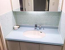 綺麗にお使いの明るい洗面化粧台。