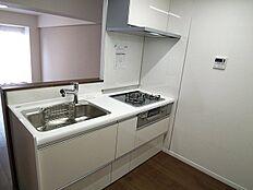 新規交換の対面式システムキッチンです。