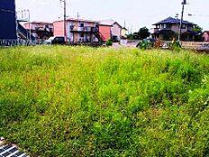 住宅地の一角にあり、敷地はゆったり約75坪ございます。