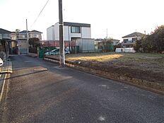 前面道路は幅員4mです。