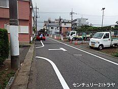 東側接道(平成29年6月下旬撮影)