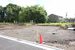 住環境良好な建築条件無し土地、お好きなハウスメーカーでどうぞ。