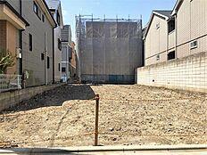 二世帯住宅を建てて、お互いに助け合えるお家を考えてもいいですね。