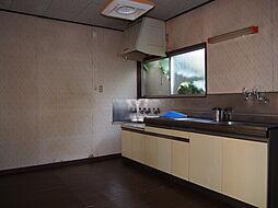 お料理に集中できる独立型のキッチン。