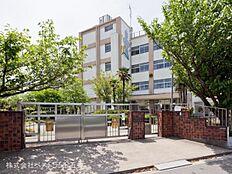 足立区立青井小学校まで960m