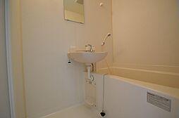 一人暮らしに便利なコンパクトなバスルーム
