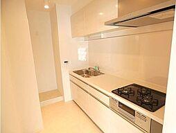 3口コンロ、作業スペースも広く料理がしやすいです。