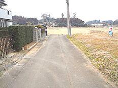 辺りは閑静な住宅街が広がります。