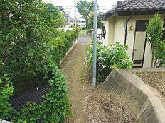 道路から奥の敷地ですので、プライバシーが守れますね。