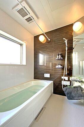 (浴室) 浴室...