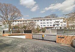 八王子市立山田小学校(597m)