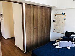 LDKと繋がる洋室です収納もバッチリ