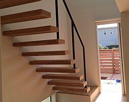 リビングイン階段があり家族が自然に集まりそうな空間です