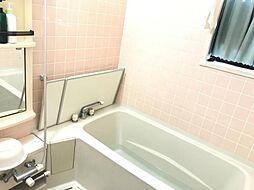 浴槽は広く、ゆったりとくつろげます