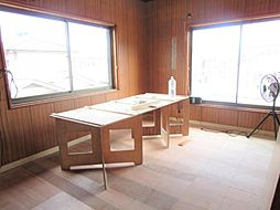 現在リフォーム中。7/12撮影。2階東側洋室です。天井、壁のクロスを張り替え、床はクッションフロアーに張り替えます。