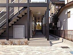 レオパレスルフラン東越谷[2階]の外観