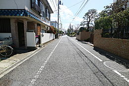 前面道路は約5.9m公道。開放的な街並みです。
