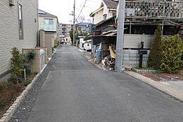 目の前の道路幅は約3.6mです
