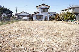 敷地面積は、広々約108坪ございます。