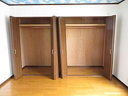 収納。どのお部屋にもクローゼットが完備されています。大容量のクローゼットにはお洋服だけでなくいろいろ収納していただけます。プライベートルームがスッキリしますね。