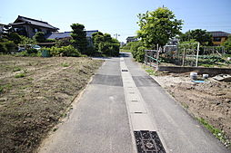 富貴小学校まで徒歩11分(約850m)冨貴中学校まで徒歩28分(約2200m)