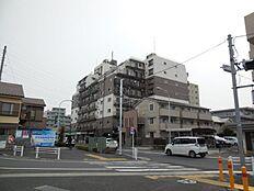 コンビニも近くあり利便性の高いマンションです。
