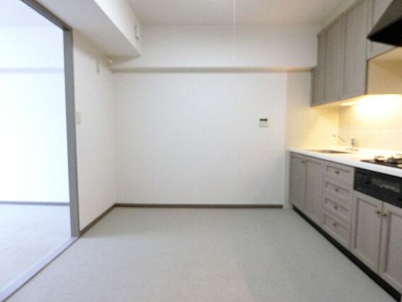 食器棚や冷蔵庫...