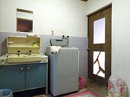 広い洗面所で、朝の慌しい時間帯もスムーズに支度ができます