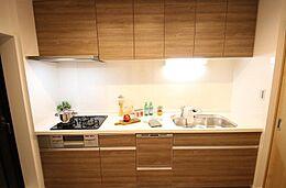 食器洗浄機付きシステムキッチンで奥様の家事の負担を減らします。