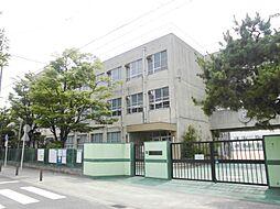 豊田小学校まで徒歩約8分。