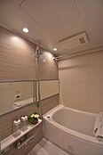 浴室乾燥機付きユニットバス。