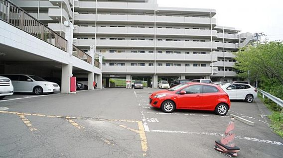 駐車場 駐車場...
