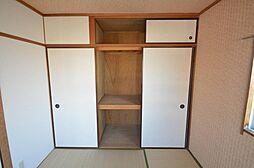 上下のスペースも有効に使える押入収納。