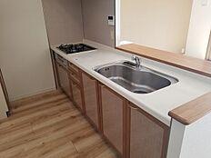 広々使いやすい対面式キッチン。