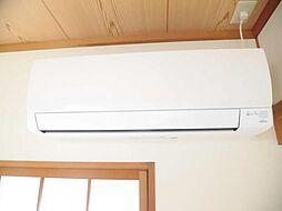 1階和室にエアコンを新設致しました。お引渡し後、すぐにご使用可能です。