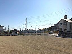 南面道路、日当たり良好。全4区画。駐車場並列2台可能。