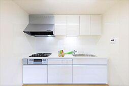 キッチンリフォーム完了後のキッチンです。LIXIL様の新品に交換しました。3口コンロが嬉しいですね。