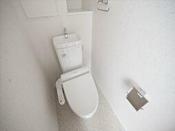 トンシェトアの温水洗浄暖房便座付トイレ