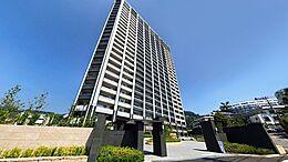 平成29年に竣工、熱海駅より徒歩二分の超高層リゾートレジデンスのご紹介となります。